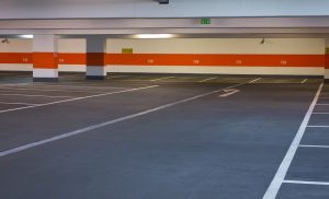 Seule une peinture epoxy peut répondre aux contraintes extrèmes imposées aux sols des parkings publics.