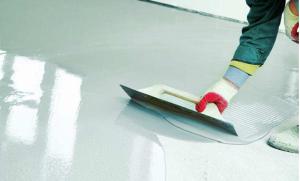 Mise en oeuvre d'une peinture sol époxy autonivellante