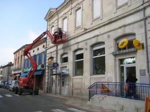 Installation des pics anti-pigeons sur la façade